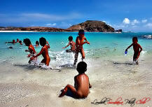 The childrens on the beach